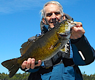 Super BIG Trophy Smallmouth Fireside Lodge in Canada